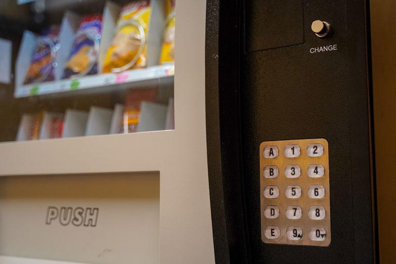 Distributori-di-alimenti-biologici-e-a-km-0-per-una-pausa-sana-e-gustosa